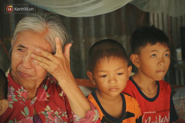 Xót cảnh 4 đứa trẻ mồ côi cha, không có tiền phải mang dép đứt quai, chắp vá đến trường sống cạnh bà nội già yếu - Ảnh 13.