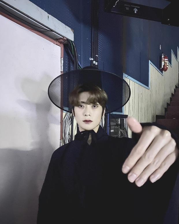 Đằng sau khoảnh khắc Jennie (BLACKPINK) không nhịn nổi cười khi thấy nam thần Jaehyun (NCT) đang rầm rộ khắp MXH - Ảnh 8.