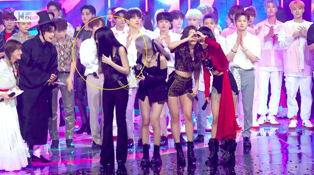 Đằng sau khoảnh khắc Jennie (BLACKPINK) không nhịn nổi cười khi thấy nam thần Jaehyun (NCT) đang rầm rộ khắp MXH - Ảnh 6.