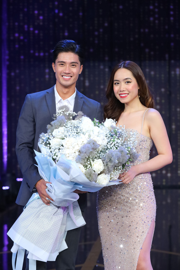 Mina Nguyễn Người ấy là ai liên tục khoe ảnh hẹn hò, thanh niên đeo giùm giỏ cho gái xinh nữa chứ quá là sến - Ảnh 1.