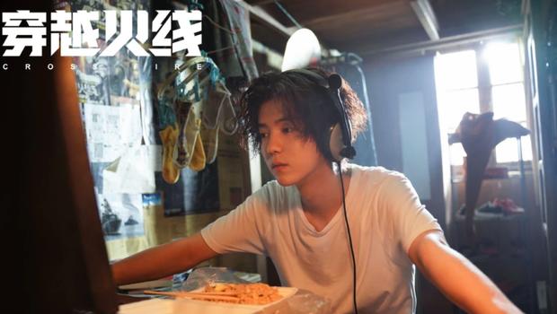 """Lộc Hàm tái xuất với tạo hình """"nghèo rớt mồng tơi"""" ở phim mới khiến fan hú hồn không nhận ra idol - Ảnh 3."""