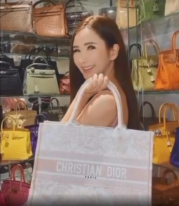 Ngọc Trinh có mua đồ hiệu mạnh tay đến mấy cũng thua nữ tỷ phú chi 350 triệu sắm chiếc túi Hermès vô dụng - Ảnh 2.