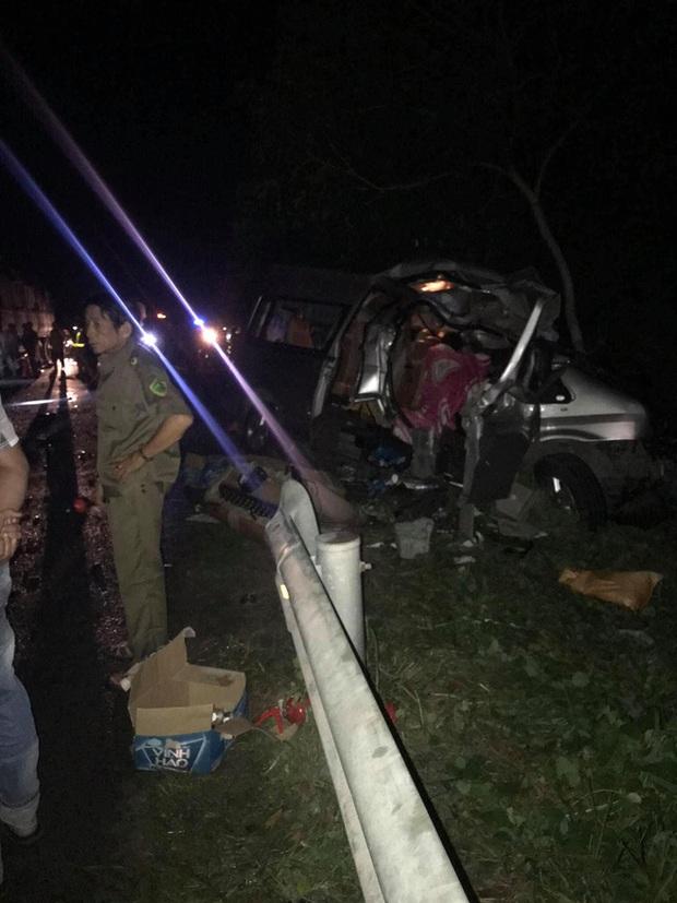 Hiện trường kinh hoàng vụ tai nạn giữa ô tô 16 chỗ và xe tải khiến 8 người tử vong lúc rạng sáng - Ảnh 4.