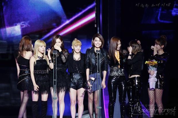 """2 idol nữ thành công cả hoạt động nhóm lẫn solo: Tưởng HyunA sánh vai cùng Taeyeon, ai ngờ đàn chị hoạt động 22 năm mới là """"bất khả chiến bại"""" - Ảnh 4."""