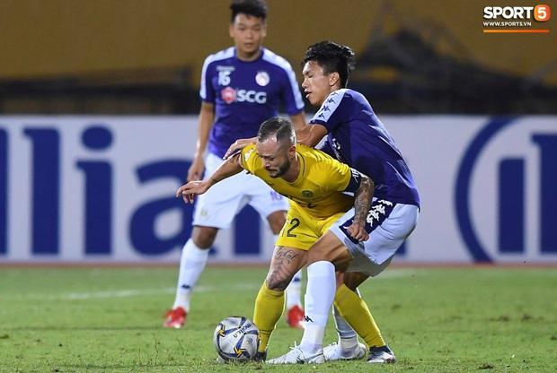 Vì sao bóng đá Việt Nam phải hoãn vì dịch bệnh lại là tin tốt với một số CLB? - Ảnh 1.