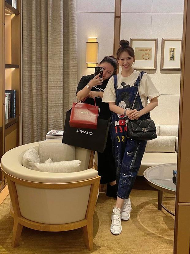 Chuyện đặc biệt của Hari Won và quản lý: Chẳng ngại chi tiền tặng quà khủng, xem nhau như chị em và hơn thế nữa! - Ảnh 2.