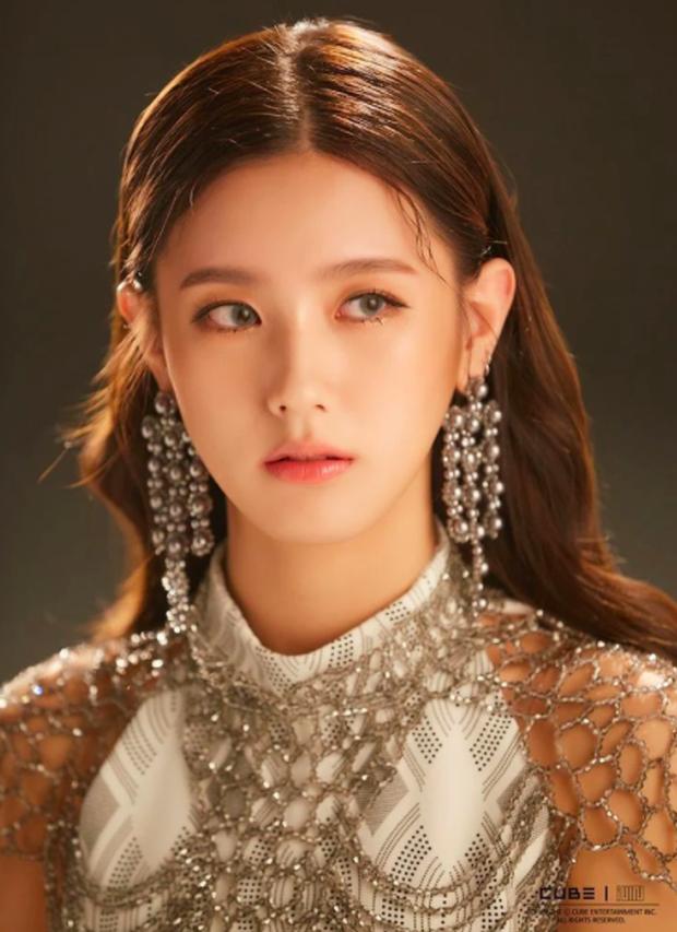 Dân mạng đồn lý do khiến Miyeon (G)I-DLE không thể debut cùng BLACKPINK: Một nhóm không thể tồn tại đến 2 nữ hoàng nhan sắc? - Ảnh 3.
