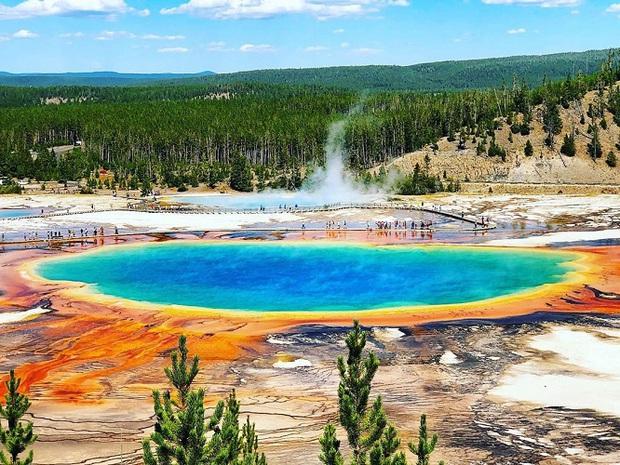 Những địa điểm du lịch sặc sỡ nhất thế giới, càng màu mè thì càng hút khách hơn - Ảnh 3.