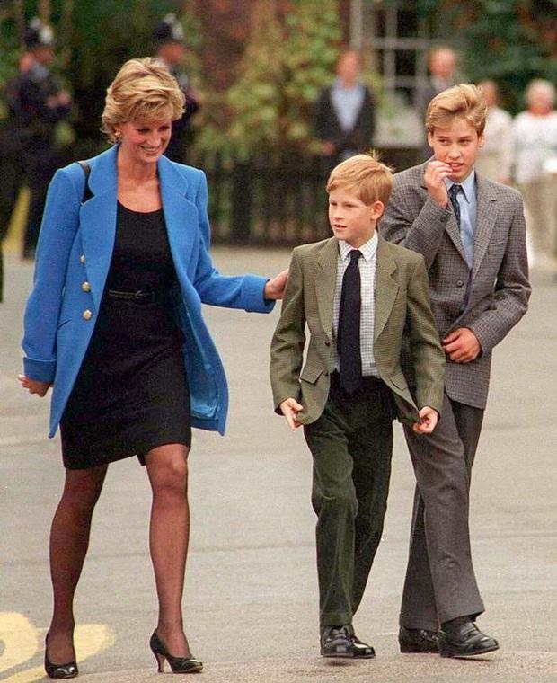 Người kế vị tương lai: Bí mật mà Công nương Kate và Hoàng tử William cố gắng giấu cậu con trai cả lâu nhất có thể - Ảnh 3.