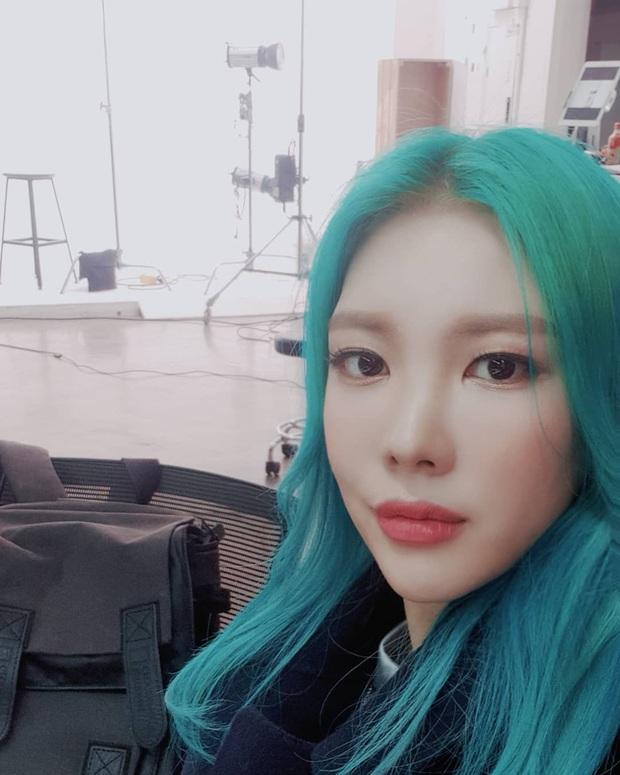 Hi hữu nữ idol Kpop bị kiện vì lấy trộm áo của đàn em, camera bóc trần thủ đoạn và lời nói dối - Ảnh 2.