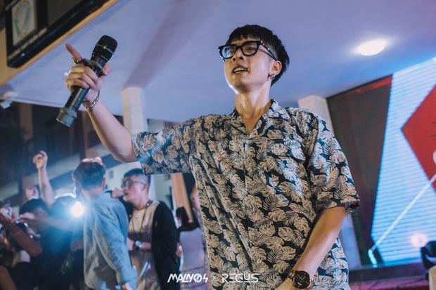 Mướt mồ hôi chơi nhạc trong đêm tri ân, chàng DJ khiến cộng đồng mạng lùng sục vì quá đẹp trai, thì ra là sinh viên NEU - Ảnh 4.