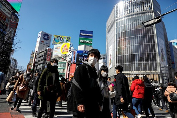 Tokyo (Nhật Bản) nâng cảnh báo Covid-19 lên mức nghiêm trọng nhất - Ảnh 1.