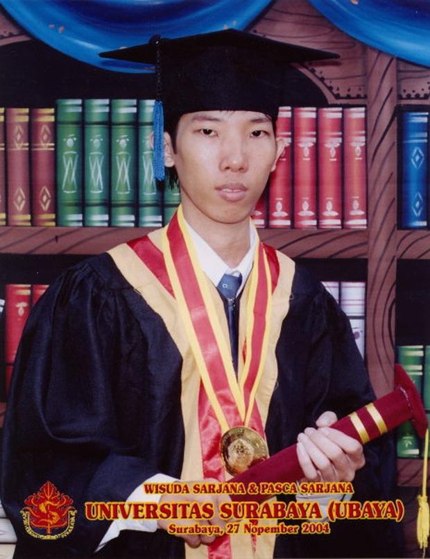 Đừng để bố mẹ đọc tin này: Người đàn ông đi học cả đời để lấy 11 tấm bằng cử nhân, 3 bằng thạc sĩ - Ảnh 2.