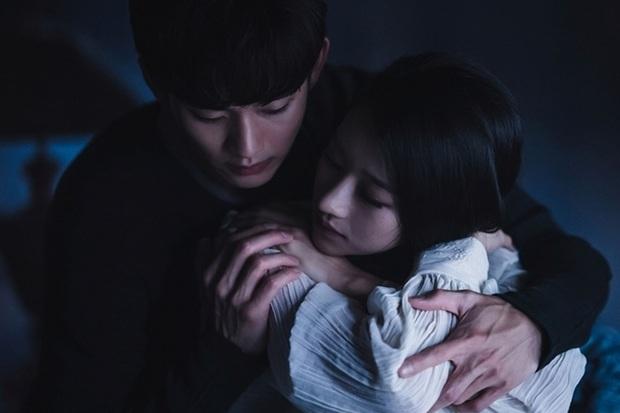 Chẳng cần đợi tới Điên Thì Có Sao, Seo Ye Ji đã đổ cắm đầu Kim Soo Hyun từ 7 năm trước rồi! - Ảnh 1.