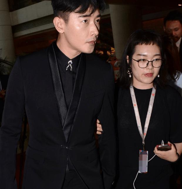 Xôn xao ảnh chồng Đường Yên tình tứ đáng ngờ với nữ trợ lý, Cnet lo lắng kịch bản rạn nứt hôn nhân lặp lại - Ảnh 6.