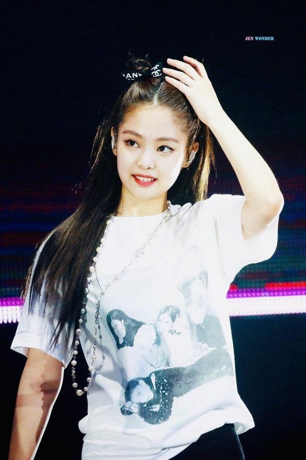 Vì thánh tạo trend Jennie mà đến Nhã Phương cũng miệt mài lấy dây ruy băng buộc tóc, cái kết khiến ai cũng trầm trồ - Ảnh 2.