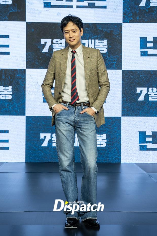 5 diễn viên ăn gạch vì lí do vô lý không tả được: Tức nhất là khi Kang Dong Won bị ném đá vì già đi - Ảnh 1.