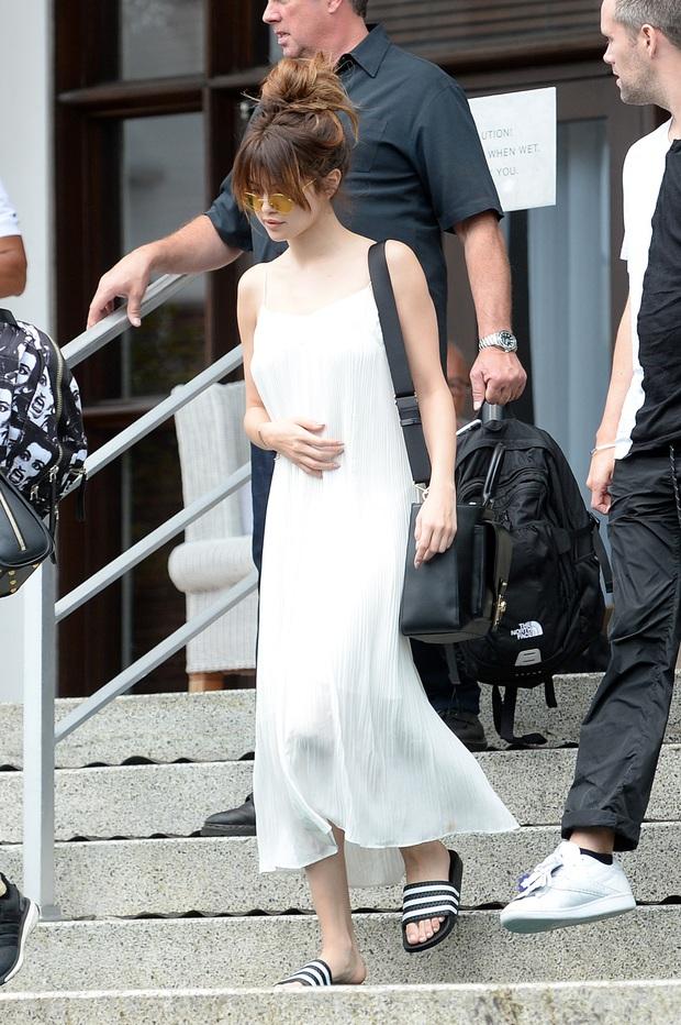 Nhìn lại mới thấy Selena Gomez có style mùa hè đẹp xuất sắc nhưng cực dễ copy, chị em shopping theo là chuẩn  - Ảnh 4.
