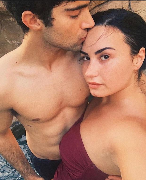 HOT: Demi Lovato đính hôn với bạn trai chỉ sau 4 tháng hẹn hò, khoe nhẫn kim cương khủng trên MXH - Ảnh 8.