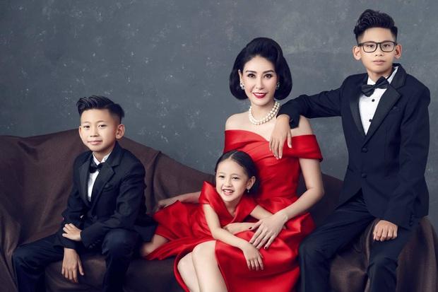 Bộ ảnh kỷ niệm 13 năm cưới của Hà Kiều Anh: Sang trọng chuẩn gia đình đá quý, công chúa út chiếm spotlight vì quá dễ thương! - Ảnh 4.