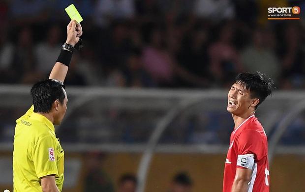Bùi Tiến Dũng tranh luận cực gắt với trọng tài trận Viettel gặp CLB Đà Nẵng - Ảnh 4.