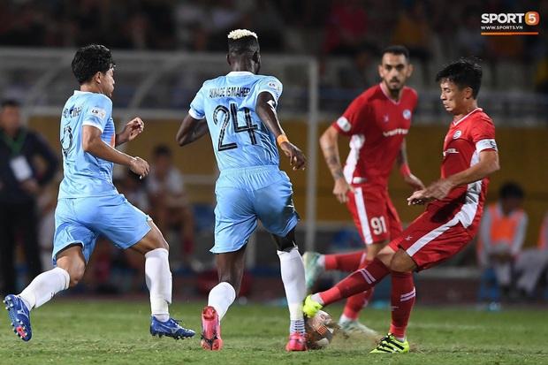 Bùi Tiến Dũng tranh luận cực gắt với trọng tài trận Viettel gặp CLB Đà Nẵng - Ảnh 5.
