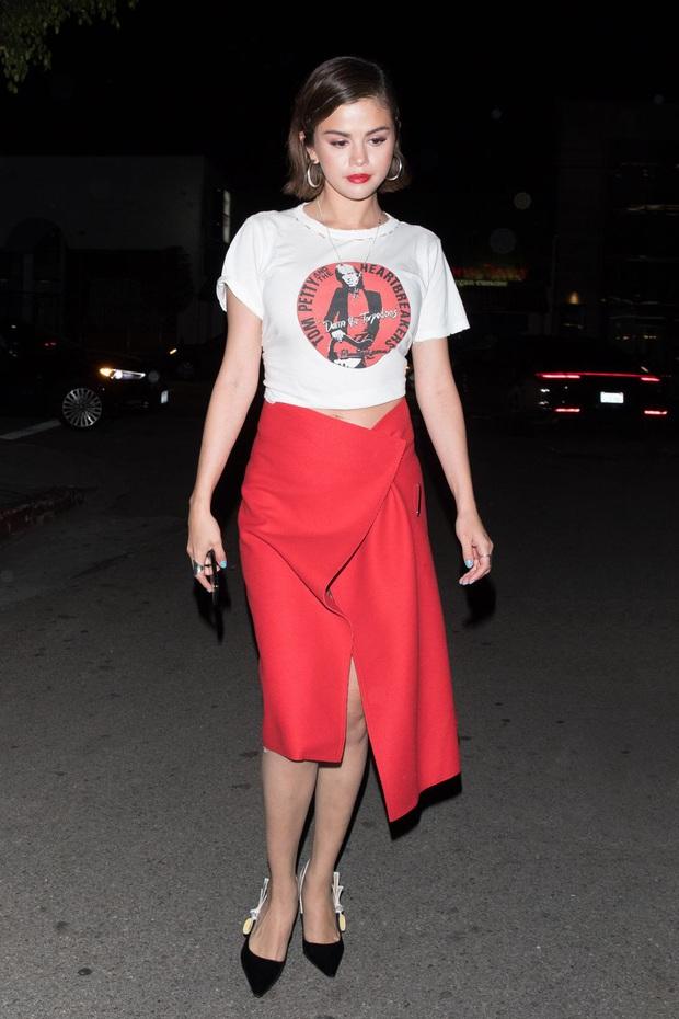 Nhìn lại mới thấy Selena Gomez có style mùa hè đẹp xuất sắc nhưng cực dễ copy, chị em shopping theo là chuẩn  - Ảnh 28.