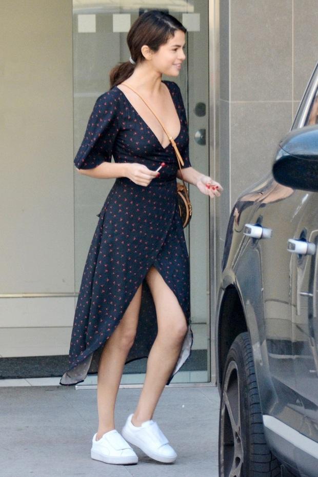 Nhìn lại mới thấy Selena Gomez có style mùa hè đẹp xuất sắc nhưng cực dễ copy, chị em shopping theo là chuẩn  - Ảnh 16.