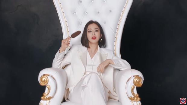 Muốn rớt hàm vì màn lột xác của Kim Tae Hee: Bắt chước ông xã Bi Rain, nhưng sao na ná ở chung kết Hoa hậu Việt Nam 2016? - Ảnh 2.