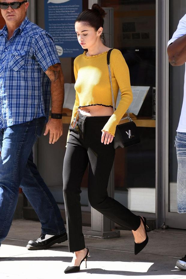 Nhìn lại mới thấy Selena Gomez có style mùa hè đẹp xuất sắc nhưng cực dễ copy, chị em shopping theo là chuẩn  - Ảnh 22.