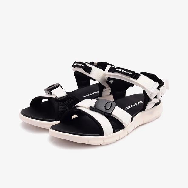 Jisoo diện váy hoa siêu xinh nhưng hay ho nhất lại là ở đôi sandals, chị em học theo để style đỉnh hơn nào  - Ảnh 8.