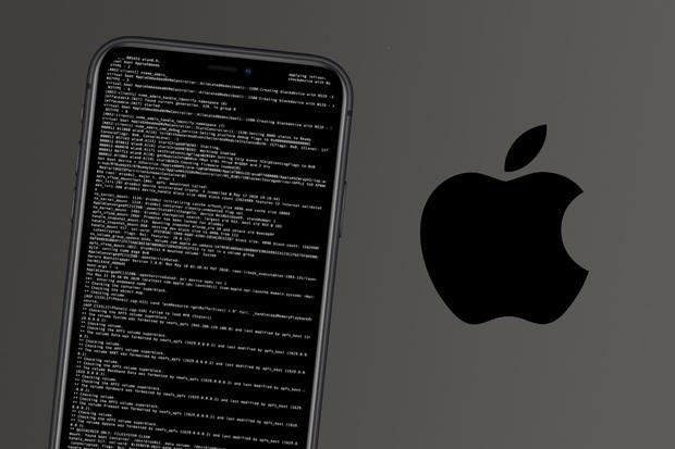 Apple cho hacker mượn chiếc iPhone đặc biệt để tìm kiếm lỗ hổng iOS - Ảnh 1.