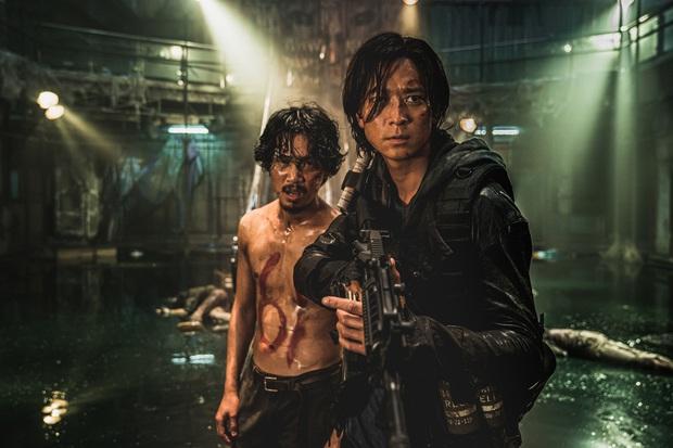 6 giả thuyết rợn người ở bom tấn Train To Busan 2: Con gái Gong Yoo vẫn còn sống, zombie sắp xâm chiếm cả thế giới rồi? - Ảnh 6.