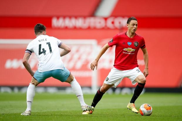Manchester United nhọc nhằn vào top 4: Pogba chơi bóng chuyền trong vòng cấm, bàn thắng của sao trẻ cứu Quỷ đỏ - Ảnh 1.