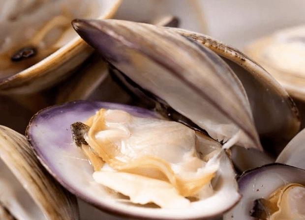 Thứ màu đen trong hải sản như tôm, ngao, hàu, sò, trai chúng ta trước giờ vẫn tưởng chất bẩn thực ra không phải phân, nó là gì? - Ảnh 2.