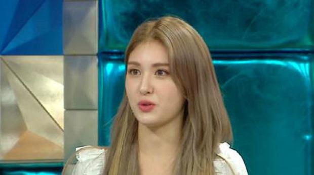Somi bất ngờ tiết lộ bị bạn bè cô lập thời Tiểu học, bắt đầu xuất hiện trên truyền hình từ năm 4 tuổi - Ảnh 1.