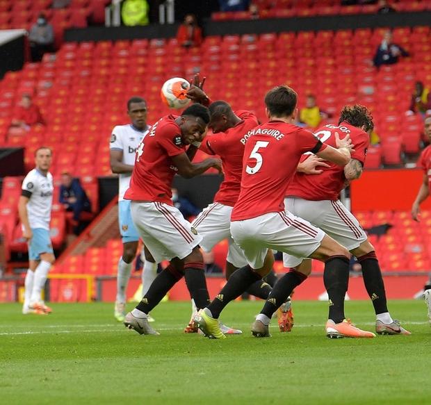 Manchester United nhọc nhằn vào top 4: Pogba chơi bóng chuyền trong vòng cấm, bàn thắng của sao trẻ cứu Quỷ đỏ - Ảnh 3.