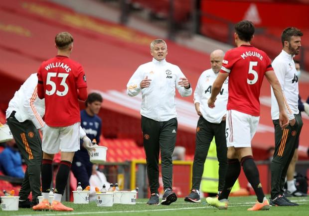 Manchester United nhọc nhằn vào top 4: Pogba chơi bóng chuyền trong vòng cấm, bàn thắng của sao trẻ cứu Quỷ đỏ - Ảnh 6.