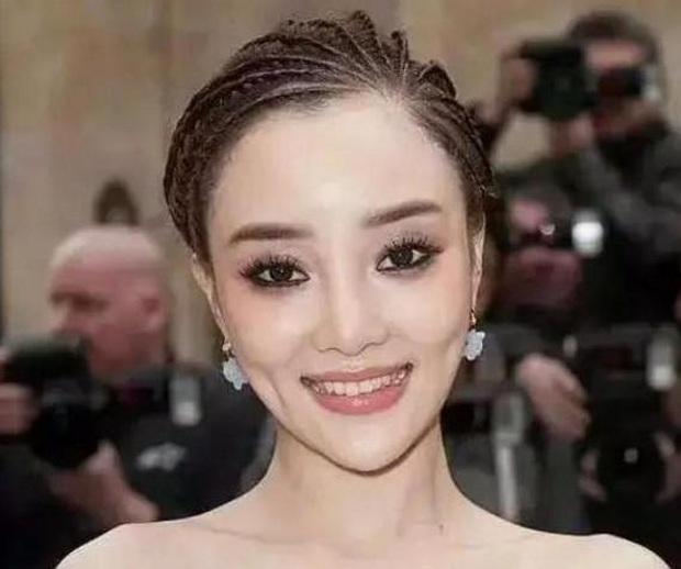 Choáng trước nhan sắc thật của mỹ nhân Hoa ngữ qua hình chưa được chỉnh sửa: Angela Baby hay Địch Lệ Nhiệt Ba đều rất khác - Ảnh 9.