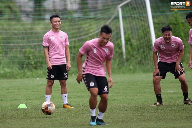 Quang Hải lập cú đúp bàn thắng trước ngày đấu Công Phượng, Bùi Tiến Dũng - Ảnh 1.