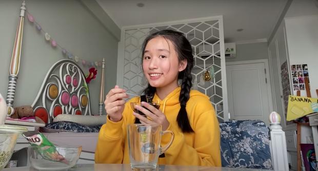 Jenny Huỳnh nhìn lại một năm làm youtube vào sinh nhật tuổi 15: Lạ, điên và quá là sến - Ảnh 1.