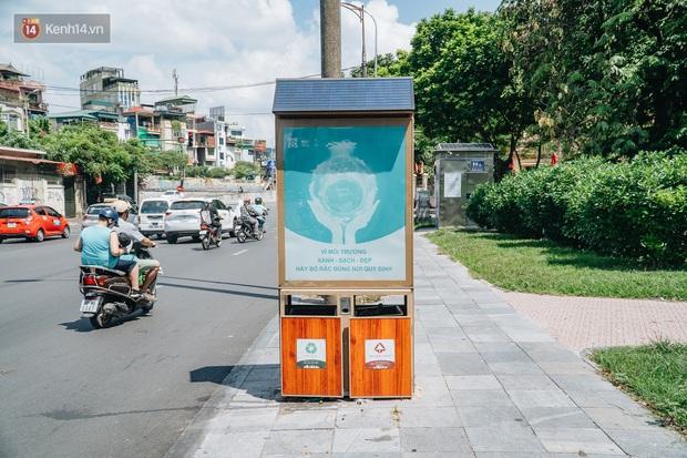 Thùng rác công nghệ với tấm pin mặt trời trên đường phố Hà Nội: Truyền cảm hứng bảo vệ môi trường đến người dân - Ảnh 2.