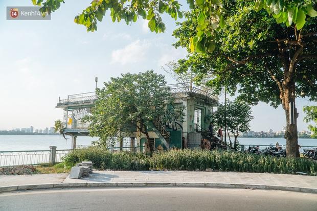 Giới trẻ Hà Nội săn hoàng hôn ở nhà ga thủy phi cơ bị bỏ hoang trên mạn hồ Tây - Ảnh 2.