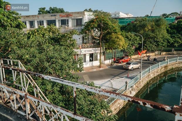 Giới trẻ Hà Nội săn hoàng hôn ở nhà ga thủy phi cơ bị bỏ hoang trên mạn hồ Tây - Ảnh 5.