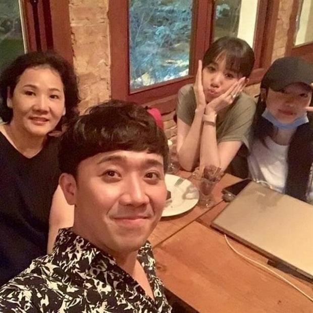 """Hari Won giờ mới chịu học làm vợ đảm, nhưng sao mẹ ruột phải nhận lỗi và ra tay """"cứu"""" con rể Trấn Thành thế này? - Ảnh 5."""