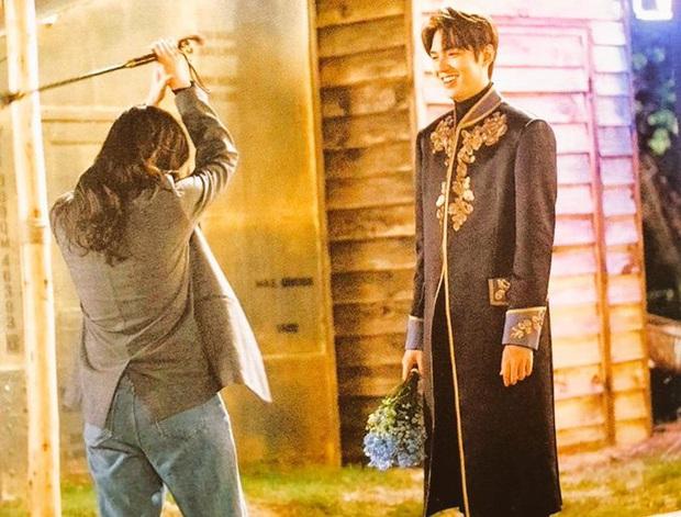 Rò rỉ ảnh chưa từng công bố của Lee Min Ho - Kim Go Eun: Sau máy quay thế này chẳng trách bị nghi hẹn hò thật - Ảnh 2.