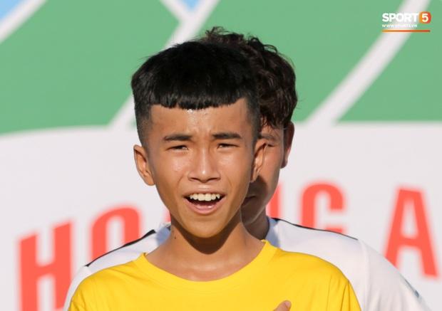 BTC thiếu chuyên nghiệp, Xuân Trường và đồng đội phải đứng chào cờ với đội hình kém duyên - Ảnh 4.