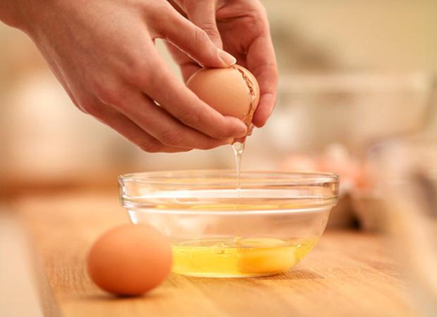 """Thử mua dụng cụ tách lòng đỏ trứng trên mạng, tới khi sử dụng chàng trai mới nhận ra mình đã bị """"ăn cú lừa"""" - Ảnh 1."""