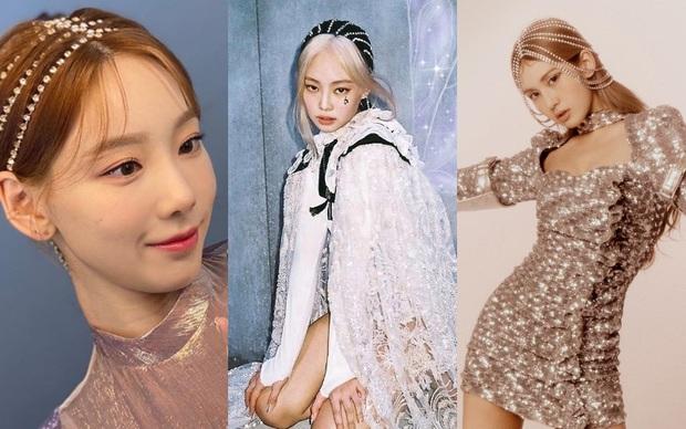 """Jennie, Taeyeon, Somi cùng lăng xê phụ kiện pha lê cho tóc, lần này """"Chanel sống"""" không phải người duy nhất tạo trend - Ảnh 4."""