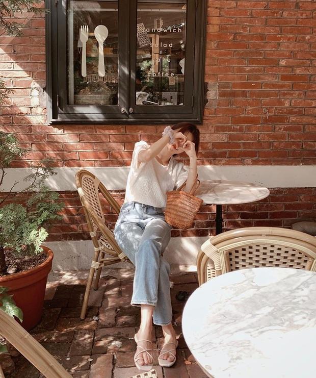 Mê quần jeans nhưng sợ phát ngốt vì nắng hè, chị em cứ nhắm trúng 4 kiểu dáng thoải mái sau mà diện - Ảnh 2.